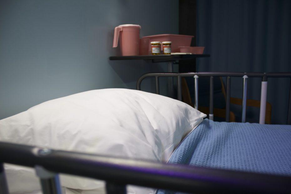 seng på sykehus